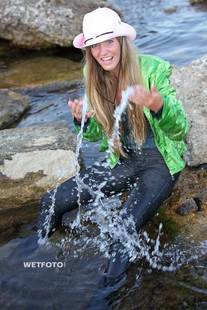 254 Sea Wetlook With Blonde Girl In Wet Tight Jeans Beau