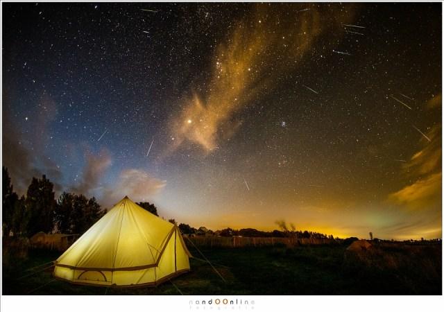 De Perseïden meteoren van ruim anderhalf fotograferen in de nacht van het maximum. (15mm fisheye - ISO6400 - f/2,8 - t=15sec)