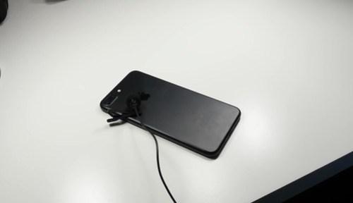 Hay varios casos donde el iPhone ha estallado en llamas, pero medios como CNN; no lo publican. ¿Campaña contra Samsung?