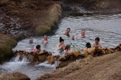 Reykjadalur Natural Hot Springs Río agua caliente (valle h ...
