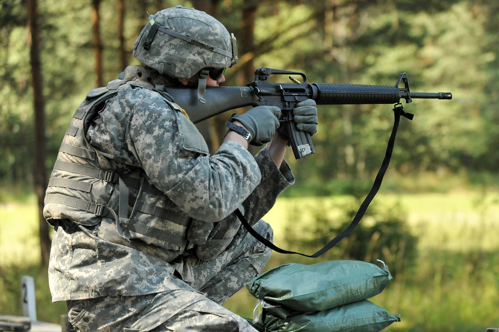 US Army 1st Lt Herrington Fires M16 GRAFENWOEHR