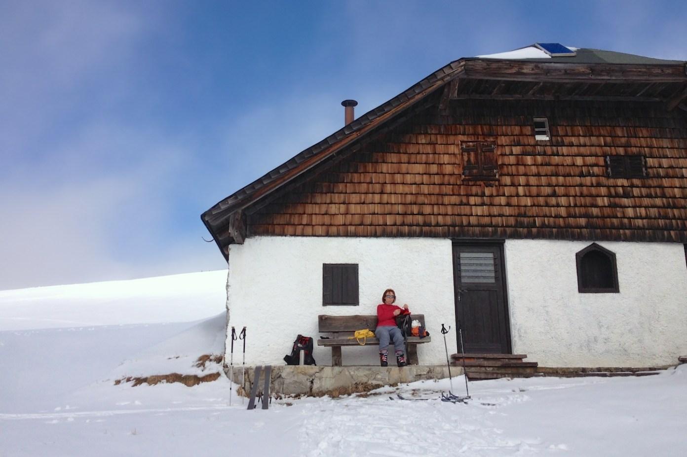 Čekání na autobus u Enzianhütte. Snědli jsme všechny zásoby a nepřijel. Tak šup do lyží a šusem k autu. Skol!