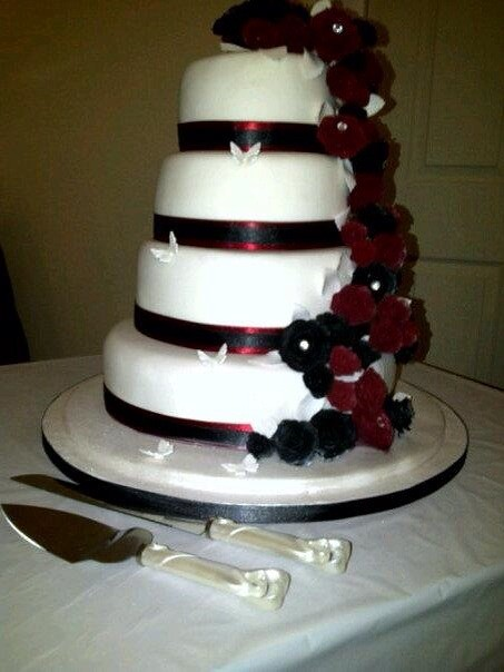 Burgundy And Black Roses Wedding Cake Michelle Hill Flickr
