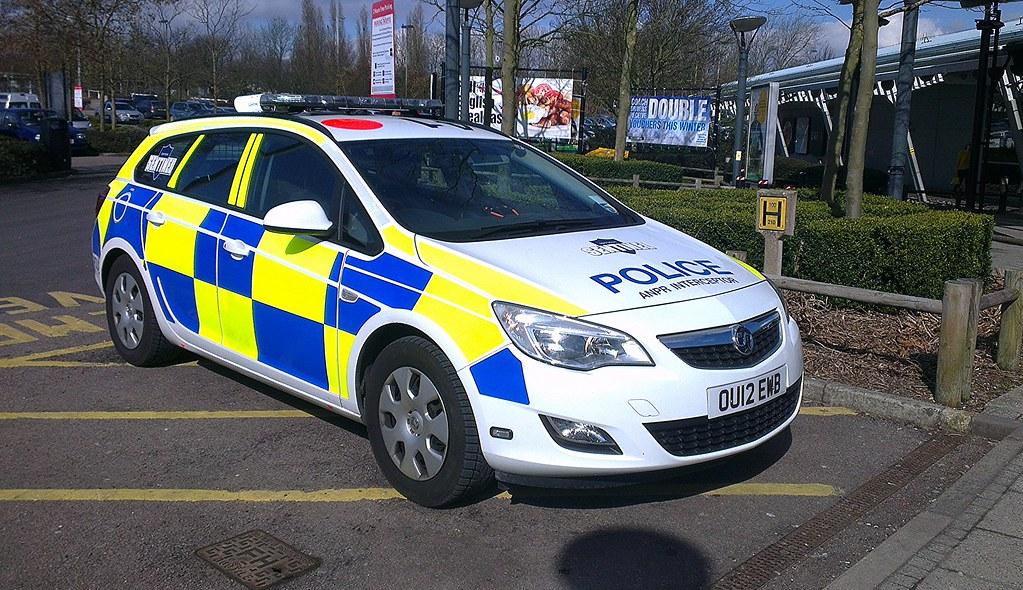 Hertfordshire Police Vauxhall Astra OU12EWB Explored