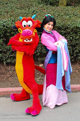 Meeting Mulan And Mushu Disneyland Park Disneyland