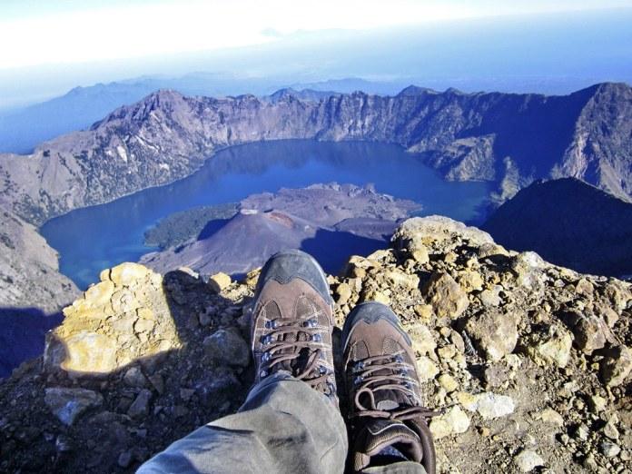 Jejak kaki di puncak Gunung Rinjani | Trekking Rinjani ...