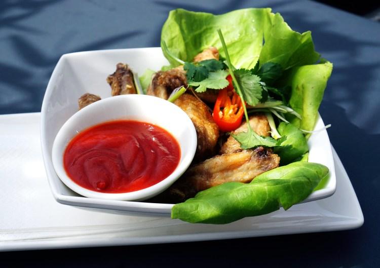 Crispy chicken wings with sriracha sauce
