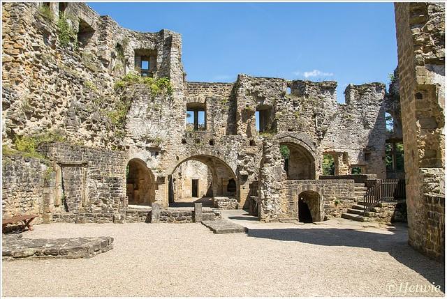 Ruïne Chateau Beaufort Luxemburg.