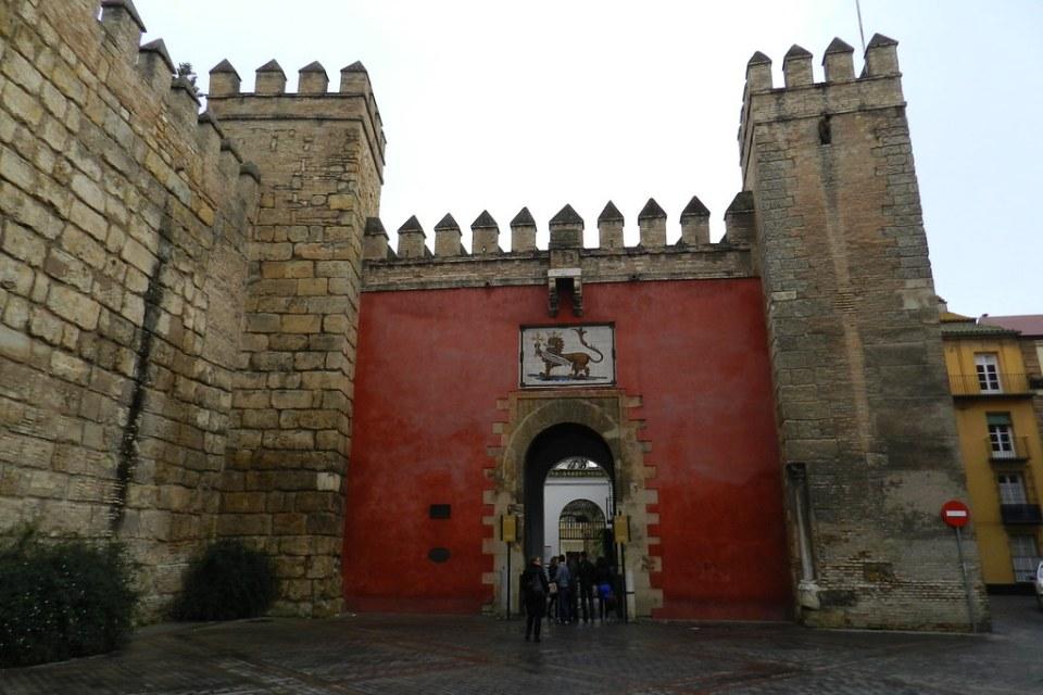 Muralla y Puerta del Leon Real Alcázar Sevilla 04