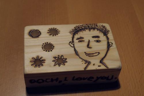 送給爸爸的父親節禮物:一個木頭筆插座+無法公開的影片(12 ys)
