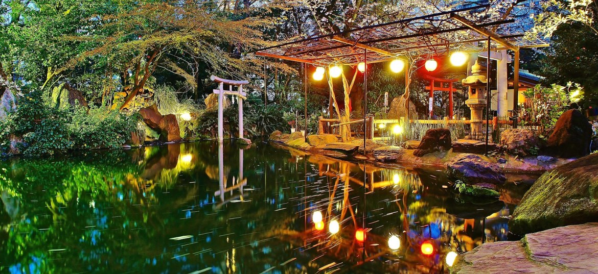 Pond reflections at Atago Shrine