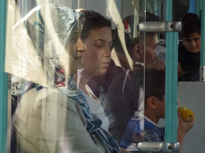 Turquie - jour 23 - Balades poétiques et visages stambouliotes - 165 - Dans le tramway