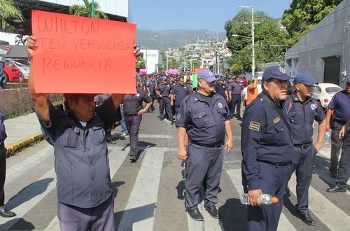 Seguridad Pública de Acapulco entrega primera remesa de armas a policías municipales