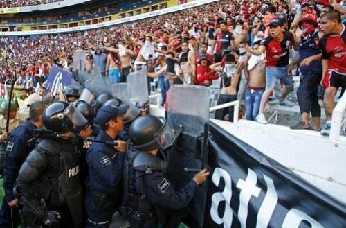 Clausuran el Jalisco por disturbio en partido Atlas-Chivas