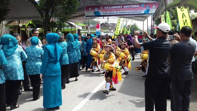 Suasana penyambutan Tim Penilai Jawa Timur di Desa Domasan (6/12)