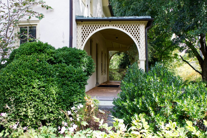 tyler-arboretum-lachford-hall-porch