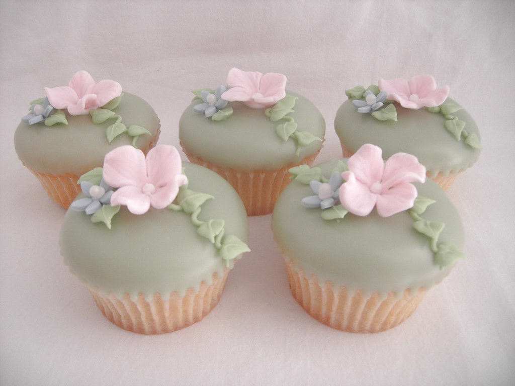 Cupcakes With Sugar Hydrangea Flowers Cupcakes With