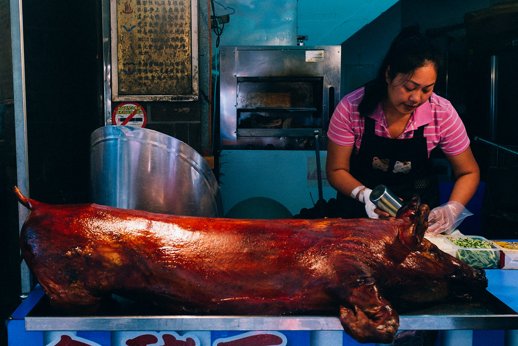 La calle mayor de Wulai ofrece delicias como panecillos rellenos con carne de cerdo asado