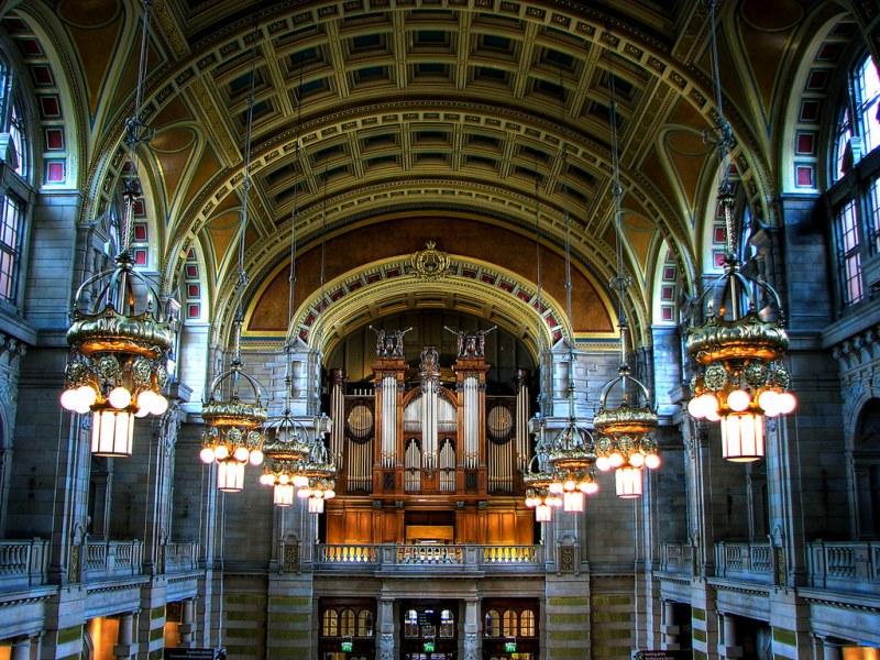 Main Hall at Kelvingrove Art Gallery & Museum, Glasgow, Scotland. Image credit innoxiuss.