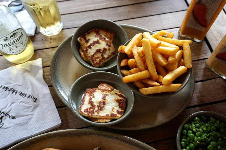 Grilled halloumi, chips, macho peas and Savana Dry cider | Nando's | my gluten free Islington guide