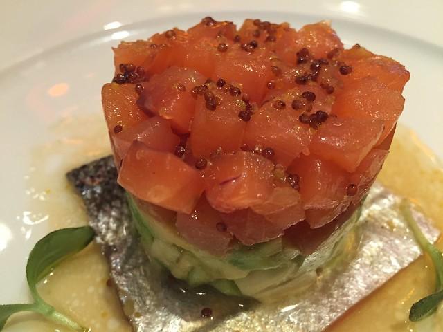 Tartar de salmón koketo