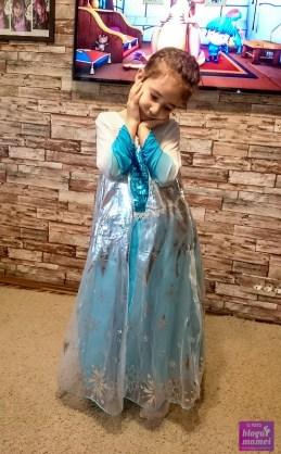 Alexia in rochie de Elsa