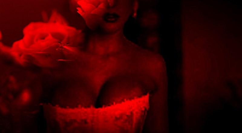 Los senos son una zona altamente erógena. | Fuente: Flickr.com