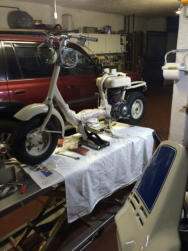 Lambretta 150D parzialmente assemblata