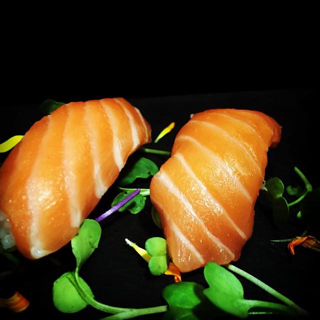 nigiri de salmón o nigiri sake