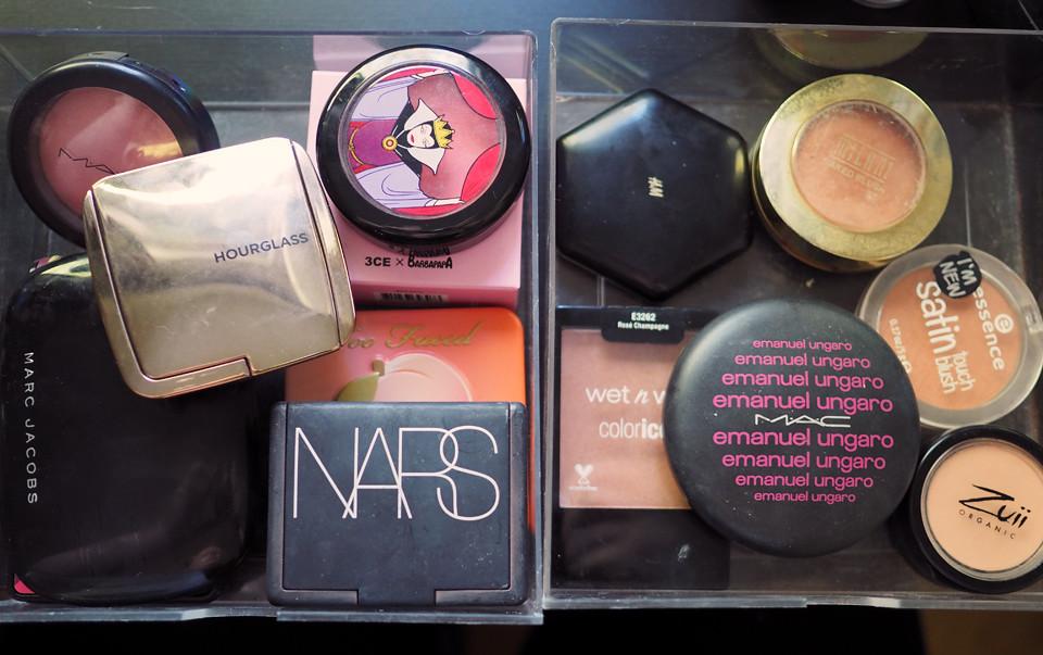 blush declutter makeup meikki kevätsiivous