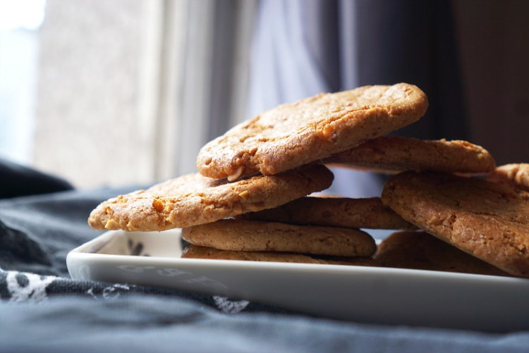 RECIPE: gluten free low flour peanut butter cookies made with Morrisons 100% peanut butter and Doves Farm gluten free self-raising flour | Gluten free recipes | Gluten free baking | Recipe by Kimi Eats Gluten Free