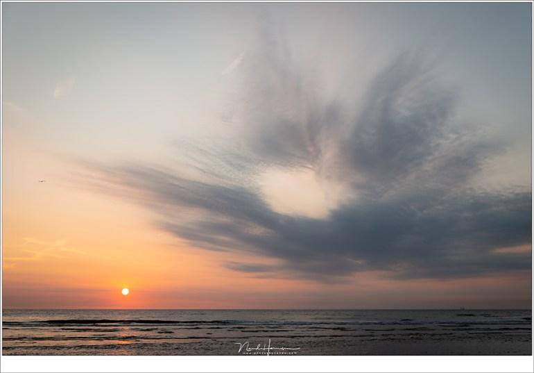 Langzaam daalt de zon naar de horizon (44mm   ISO50   f/8   1/50)
