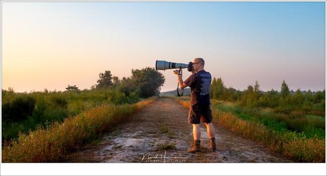 Uit de hand fotograferen... Je hebt er spierballen voor nodig want het objectief weegt 4,5 kilogram. Tel daarbij de 1,5 kilogram van een EOS 1Dx camera en je komt op 6 kilo om stil te houden.