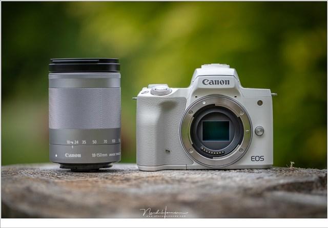 De Canon EOS M50 met een prachtig allround objectief. Met deze twee heb je geen andere spullen nodig, behalve misschien een kleine externe flitser en een klein compact statief.