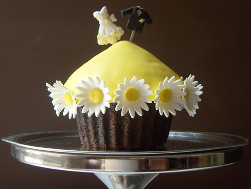 Giant Wedding Cupcake Giant Chocolate Cupcakes With