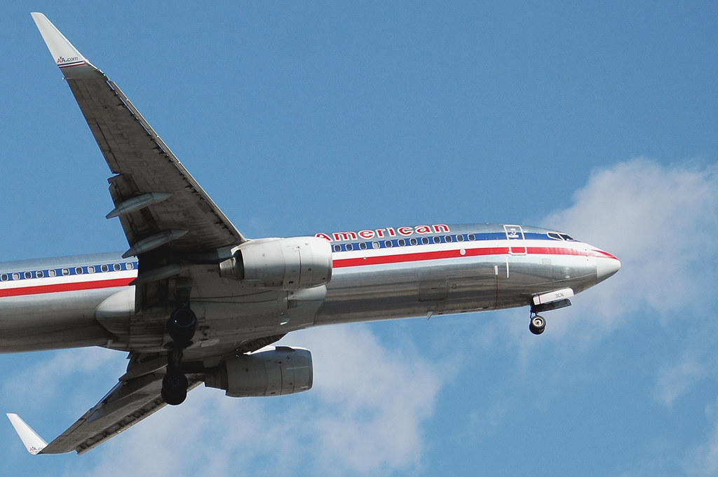 Plane American Airlines 738