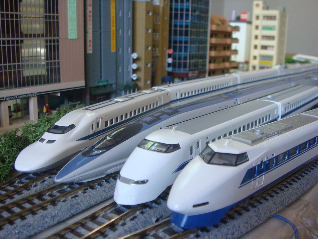 Jr West Shinkansen Line Up From Left 700 Series 500 Ser