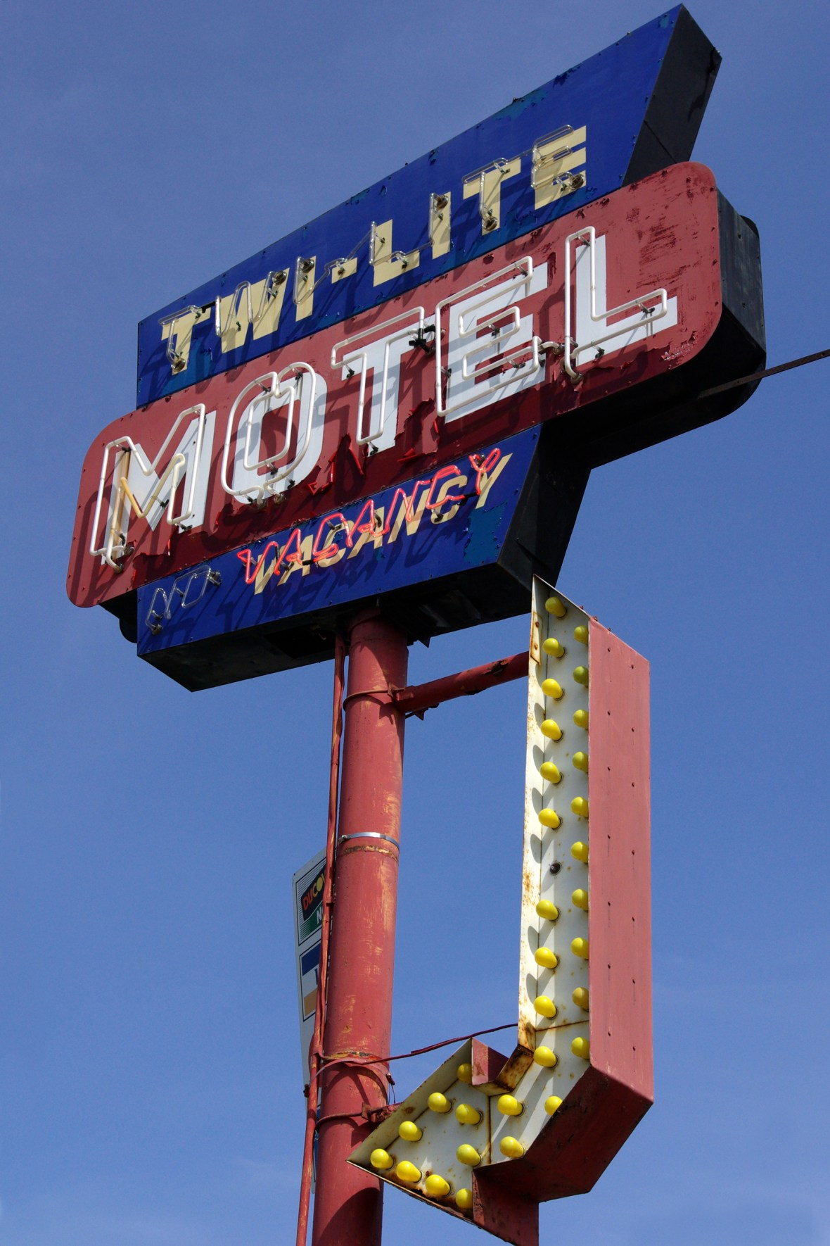Twi-Lite Motel - 111 Wisconsin Dells Parkway South, Wisconsin Dells, Wisconsin U.S.A. - April 5, 2008