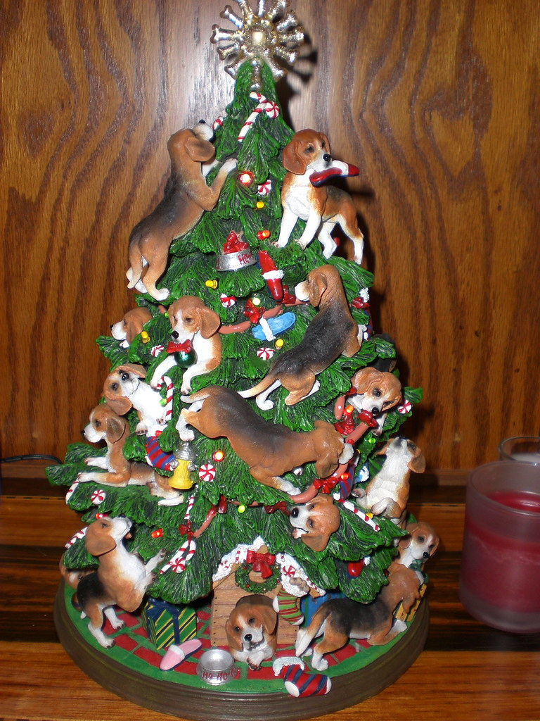 Beagle Christmas Tree Yeskitschy Beyond Belief Dont Y Flickr