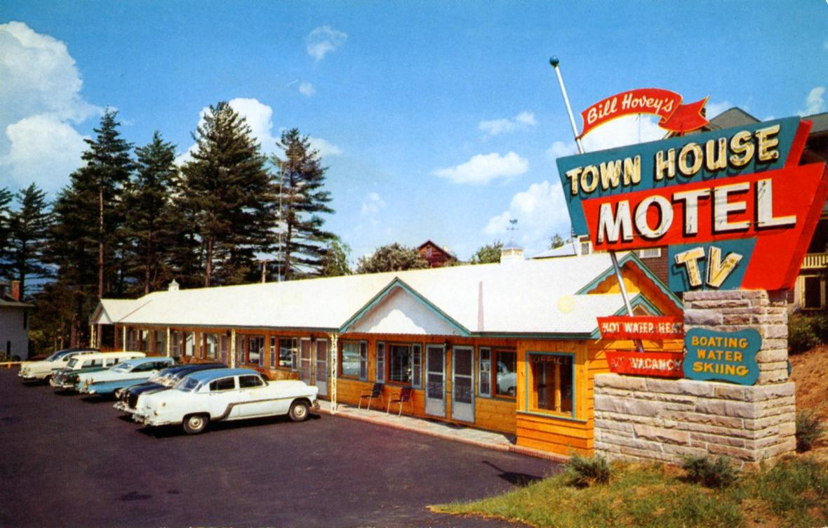 Bill Hovey's Town House Motel - 2267 Saranac Avenue, Lake Placid, New York U.S.A. - 1950s