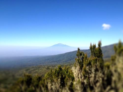Το όρος Μέρου από τις πλαγιές του Κιλιμαντζάρο