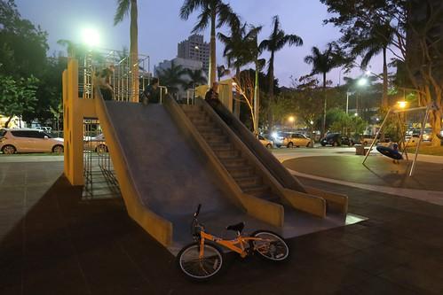夜晚走在新竹的街上:中央公園好友善兒童(12.5ys)
