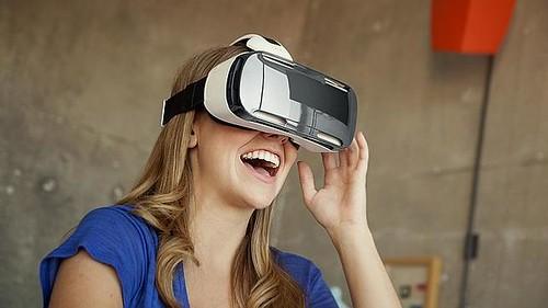 Un 72% de los consumidores estadounidenses, prefieren entretenerse en casa. La realidad virtual enriquece estos contenidos a modo superlativo.