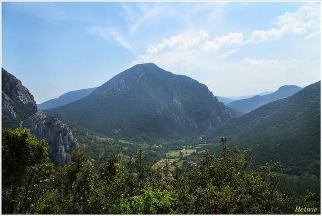 Uitzicht over de Boulzane vallei vanaf kasteel Puilaurens, Frankrjk.