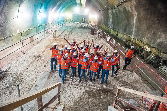Alunos do Projeto Pescar participam de visita guiada às obras da Linha 4
