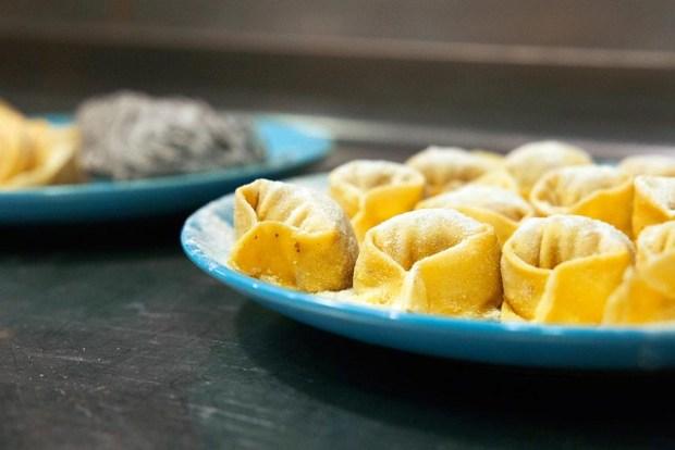 La pasta fresca de trigo es muy sencilla de hacer. Una receta básica que te permitirá la elaboración de tagliatelle, spaghetti, lasagna, pappardelle.