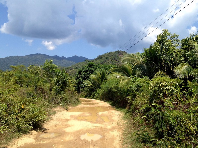 road to ba ho waterfalls near nha trang