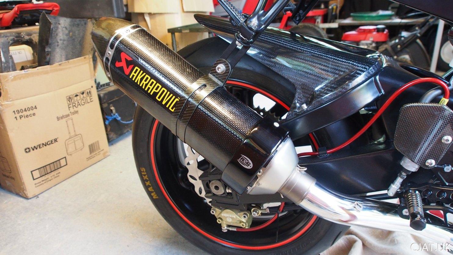 28. GSXR1100 / RF900 Akrapovic Exhaust V2