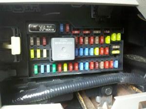 2009 Ford Escape Hybrid Interior Fuse Box (Sync USB Reset