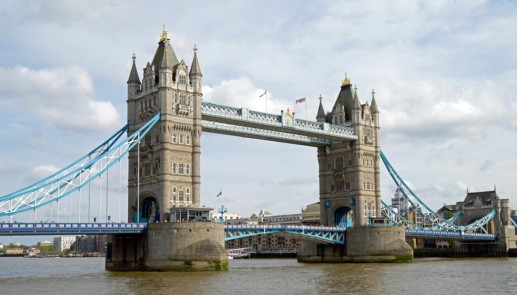 Tower Bridge -How to move to London with no Job